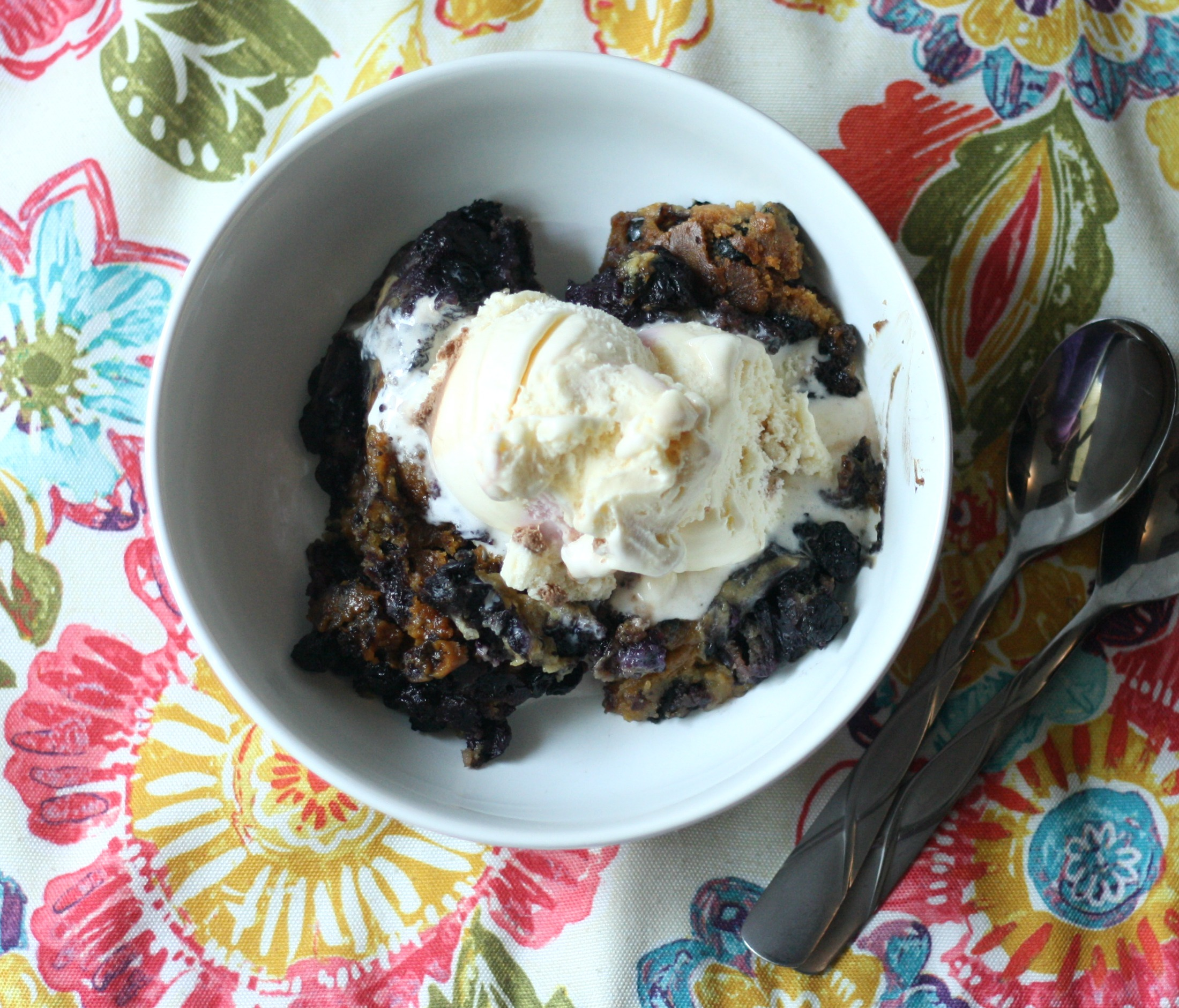 blueberry cobbler with ice cream