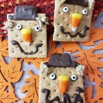 How to Make Scarecrow Graham Crackers