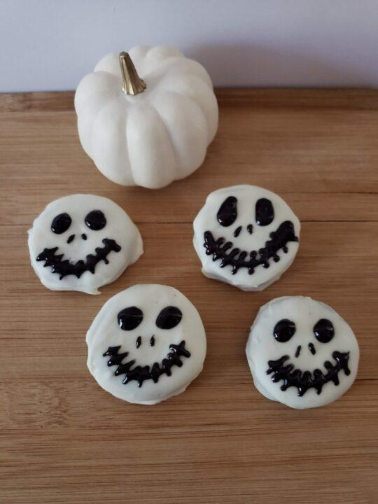 Easy Halloween Chocolate Covered Oreos