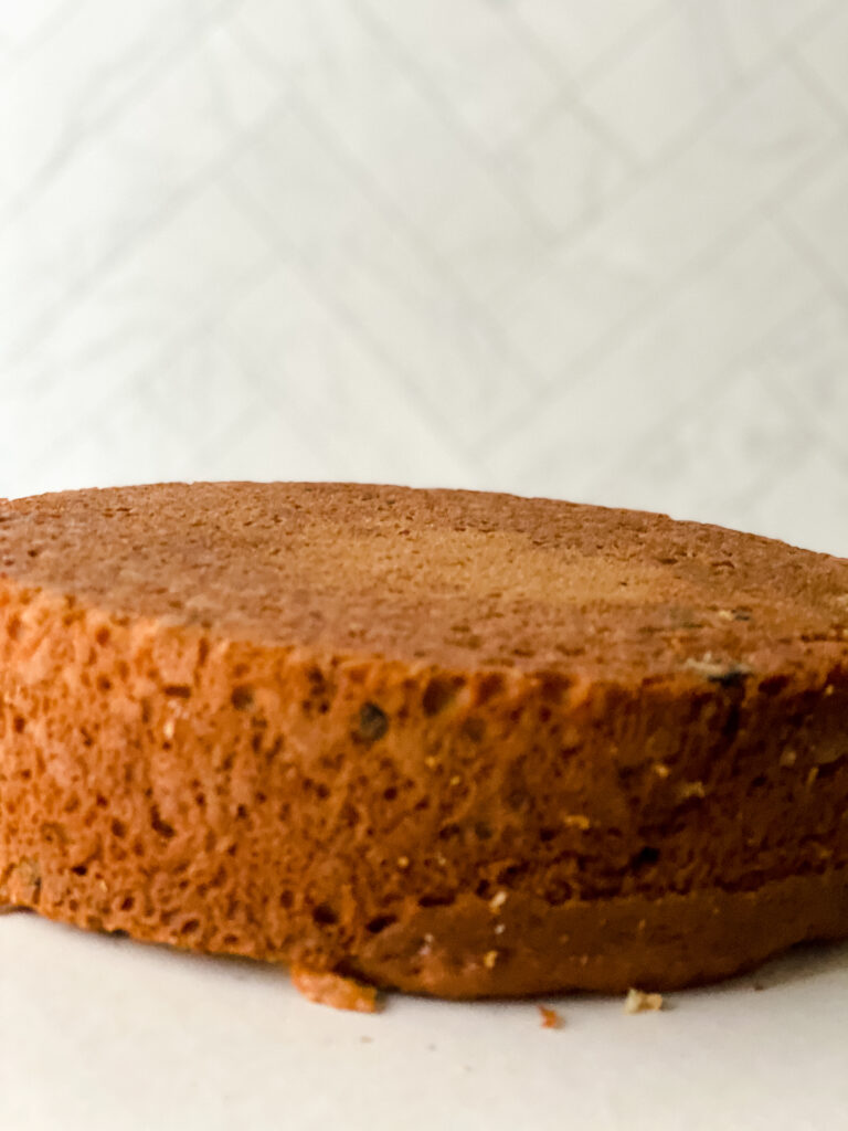 level and torte a cake